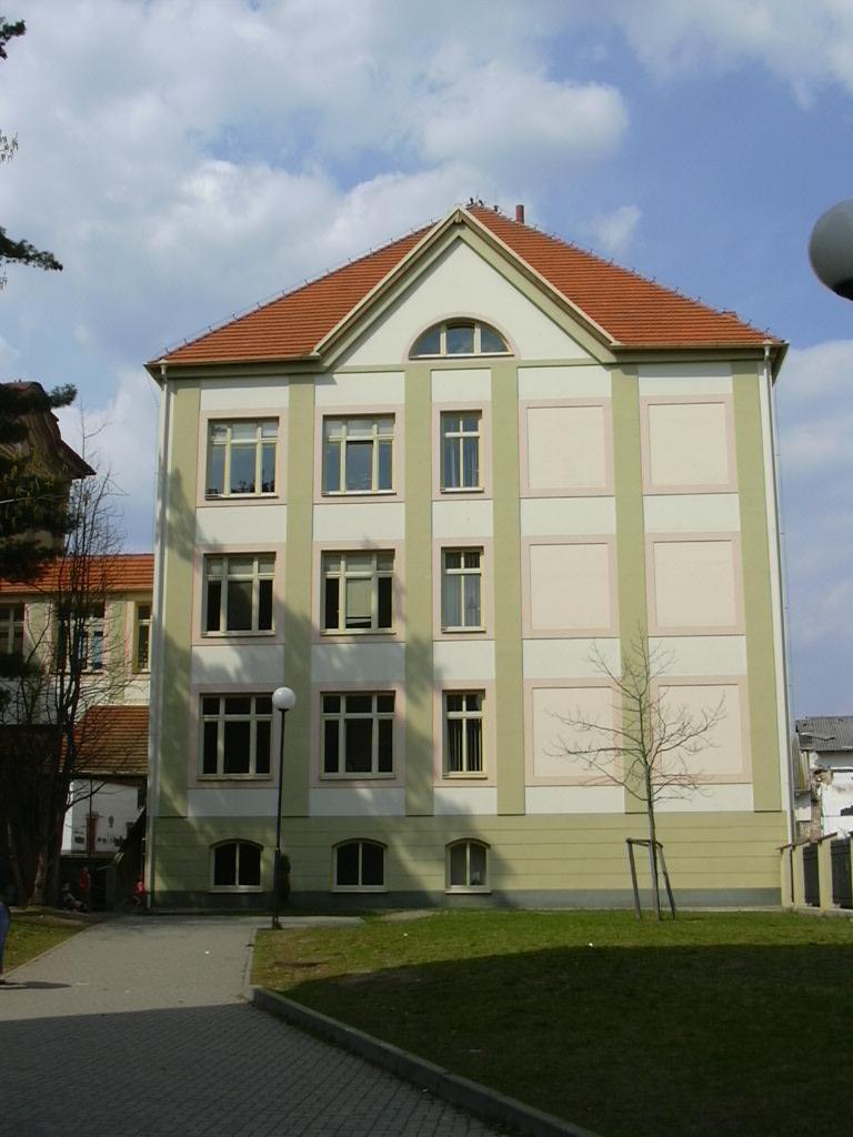 budova školy - přístavba
